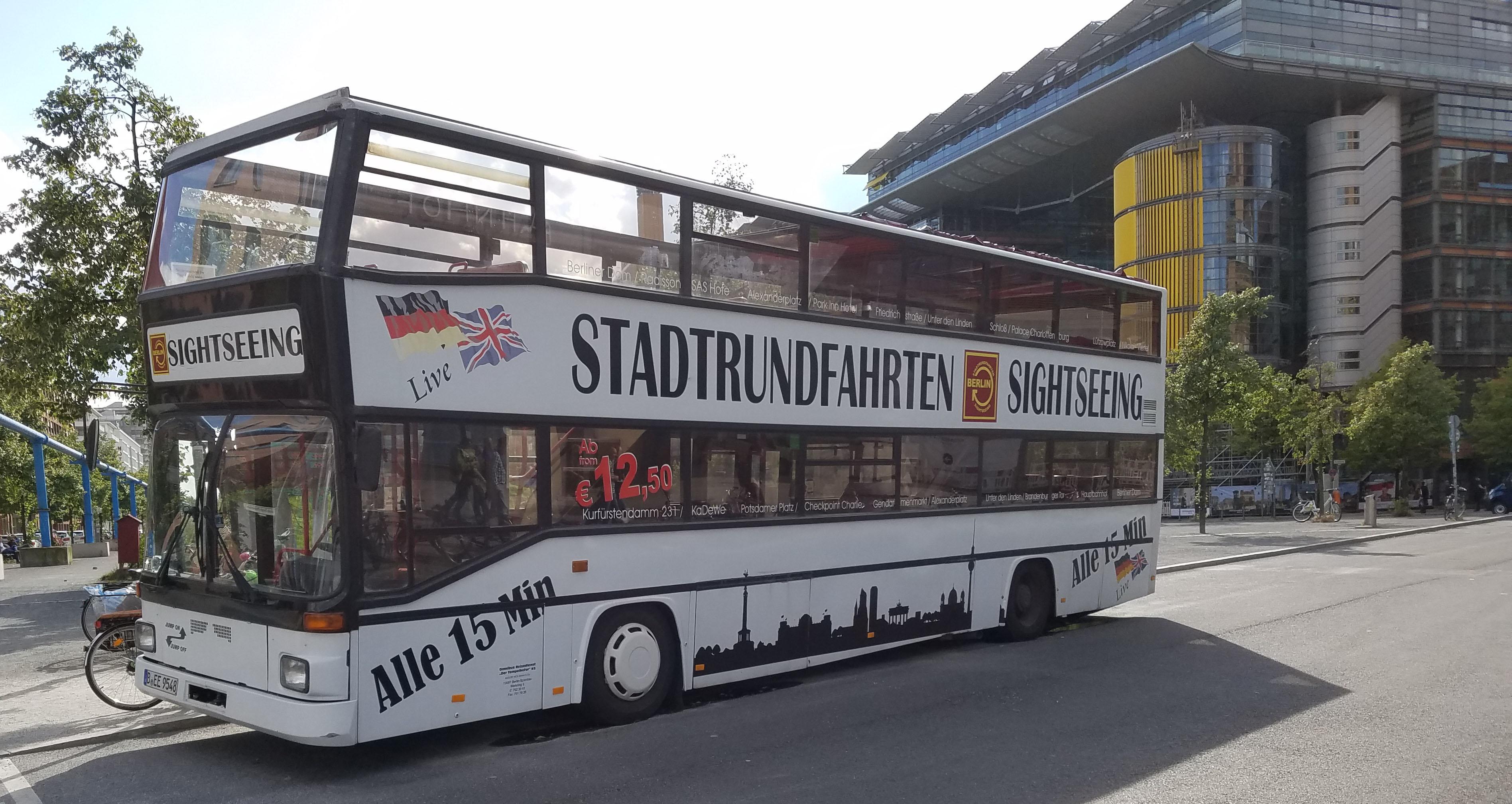 Foto: Bus 3939, Typ D92, Stadtrundfahrtbus B EE 9548, Berlin, September 2017
