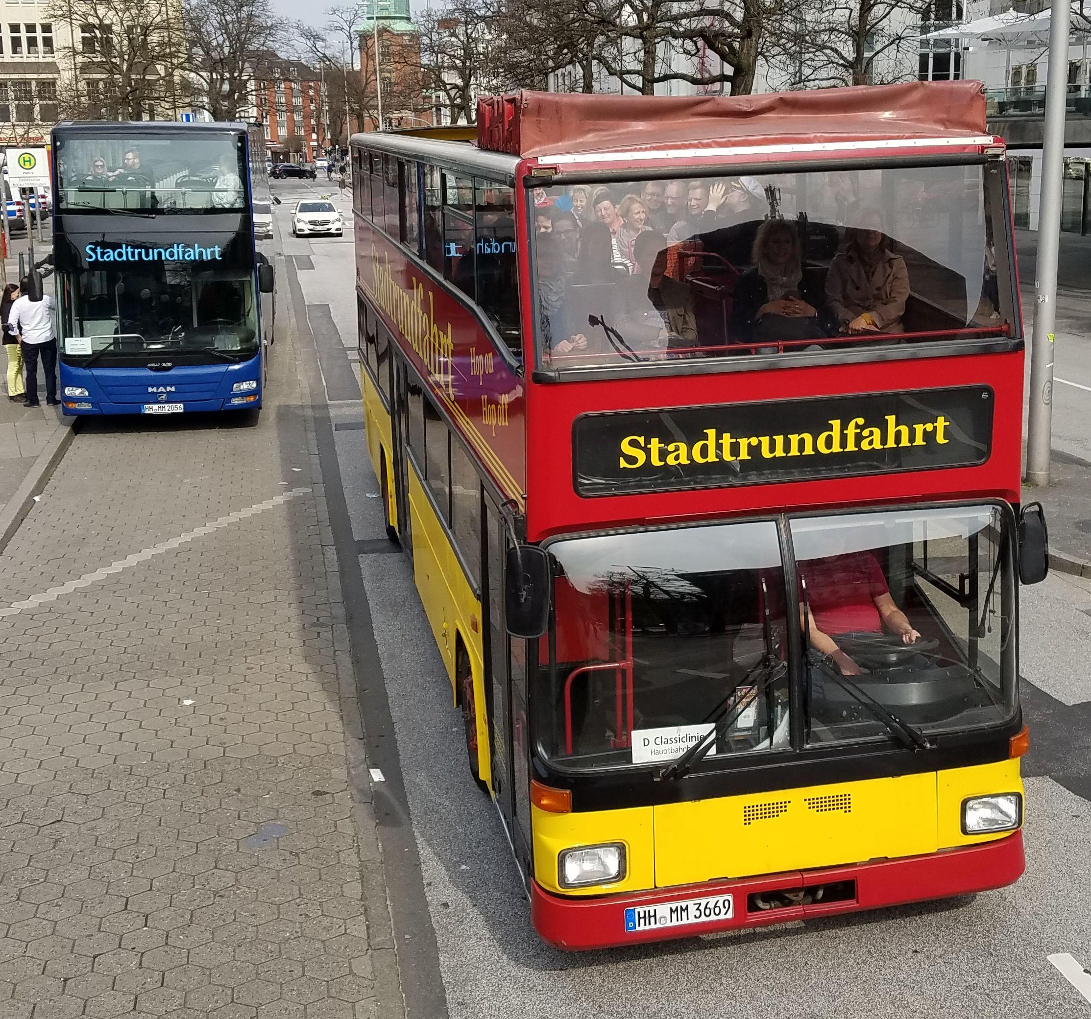 Foto: Bus 3953, Typ D92, Stadtrundfahrtbus HH MM 3669, Hamburg, März 2017