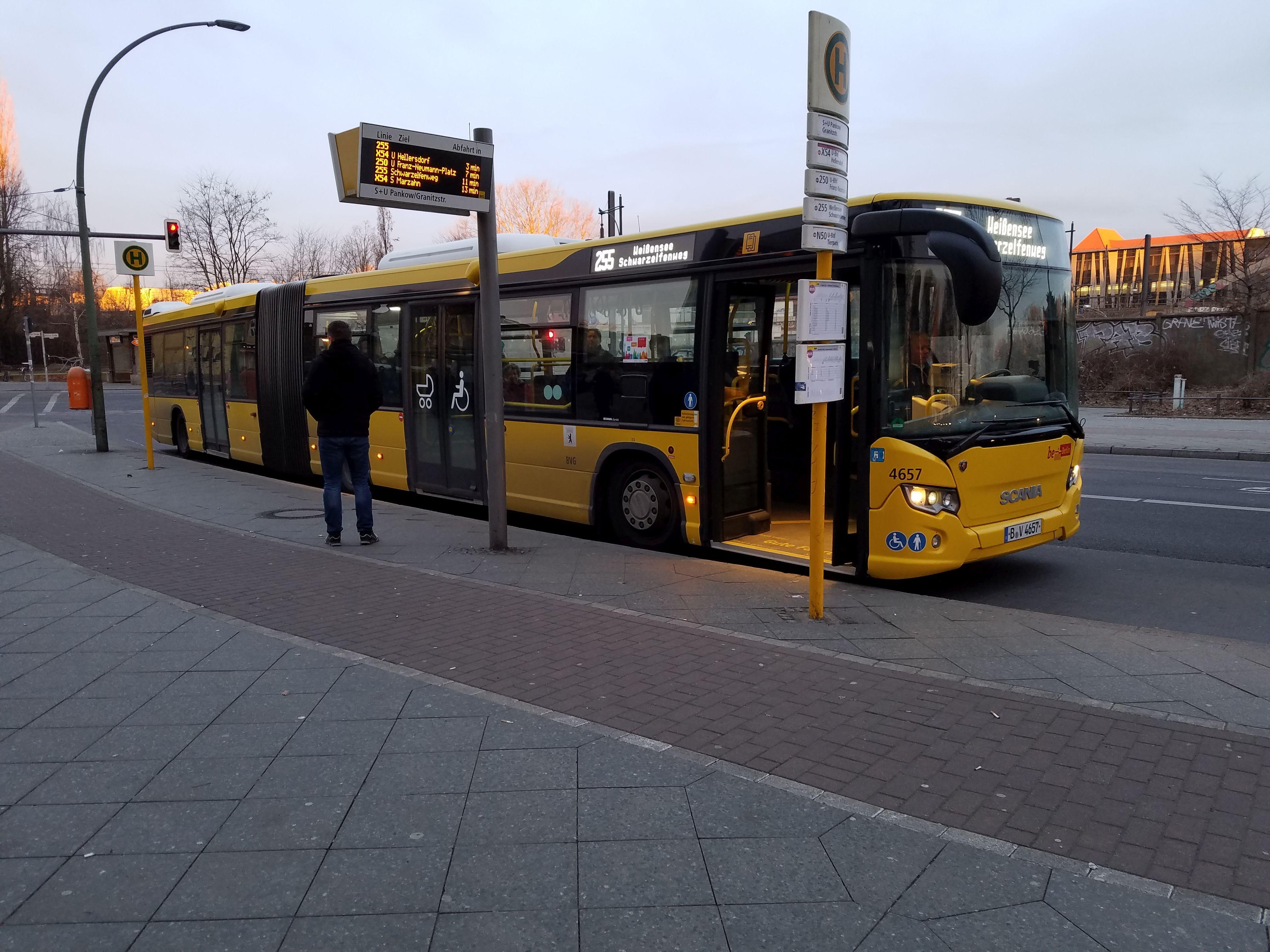 Foto: Bus 4657, Gelenkbus Typ Scania Citywide LFA, Berlin-Pankow, März 2018