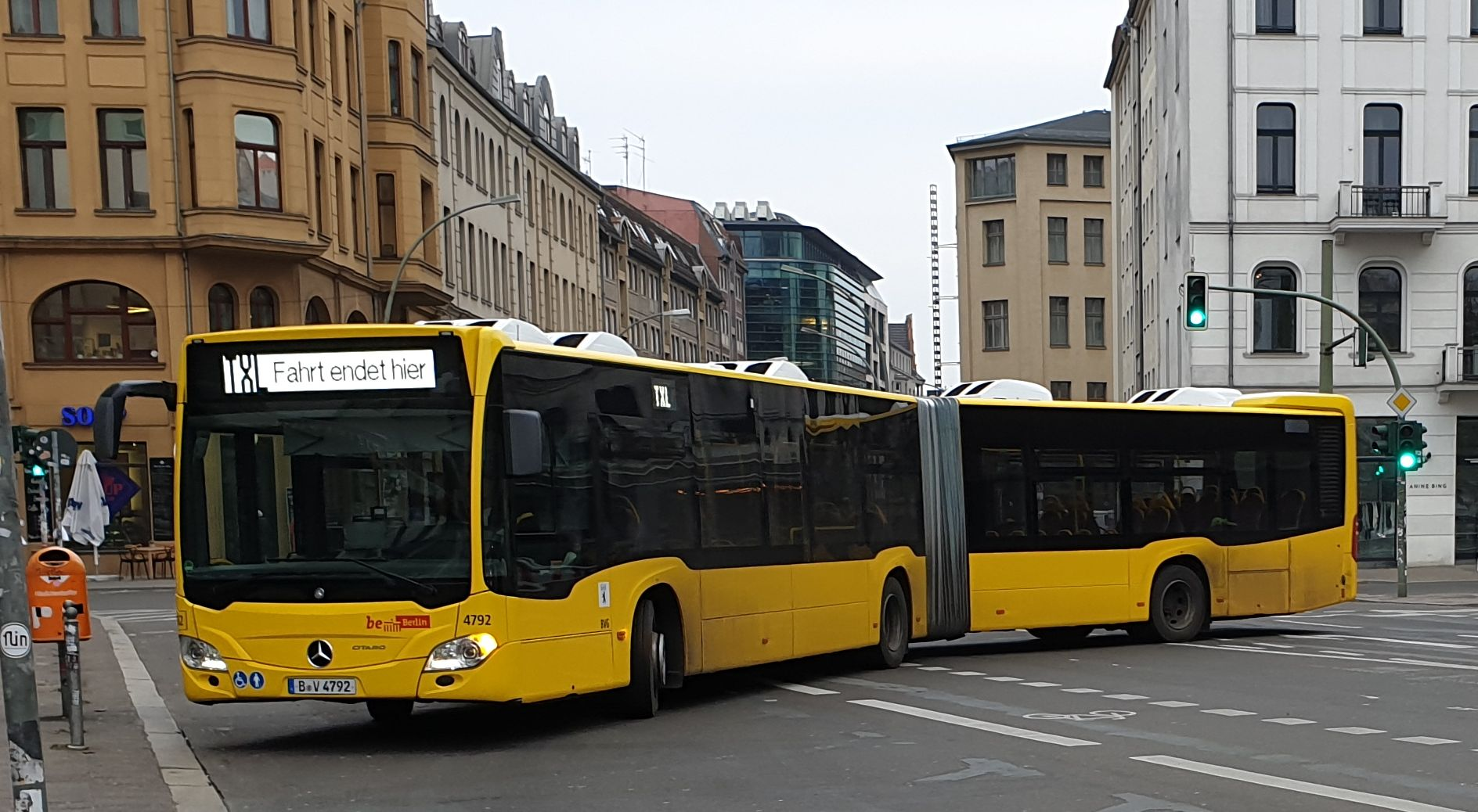Foto: Bus 4792, Gelenkbus Typ Mercedes, Alexanderplatz, Januar 2019
