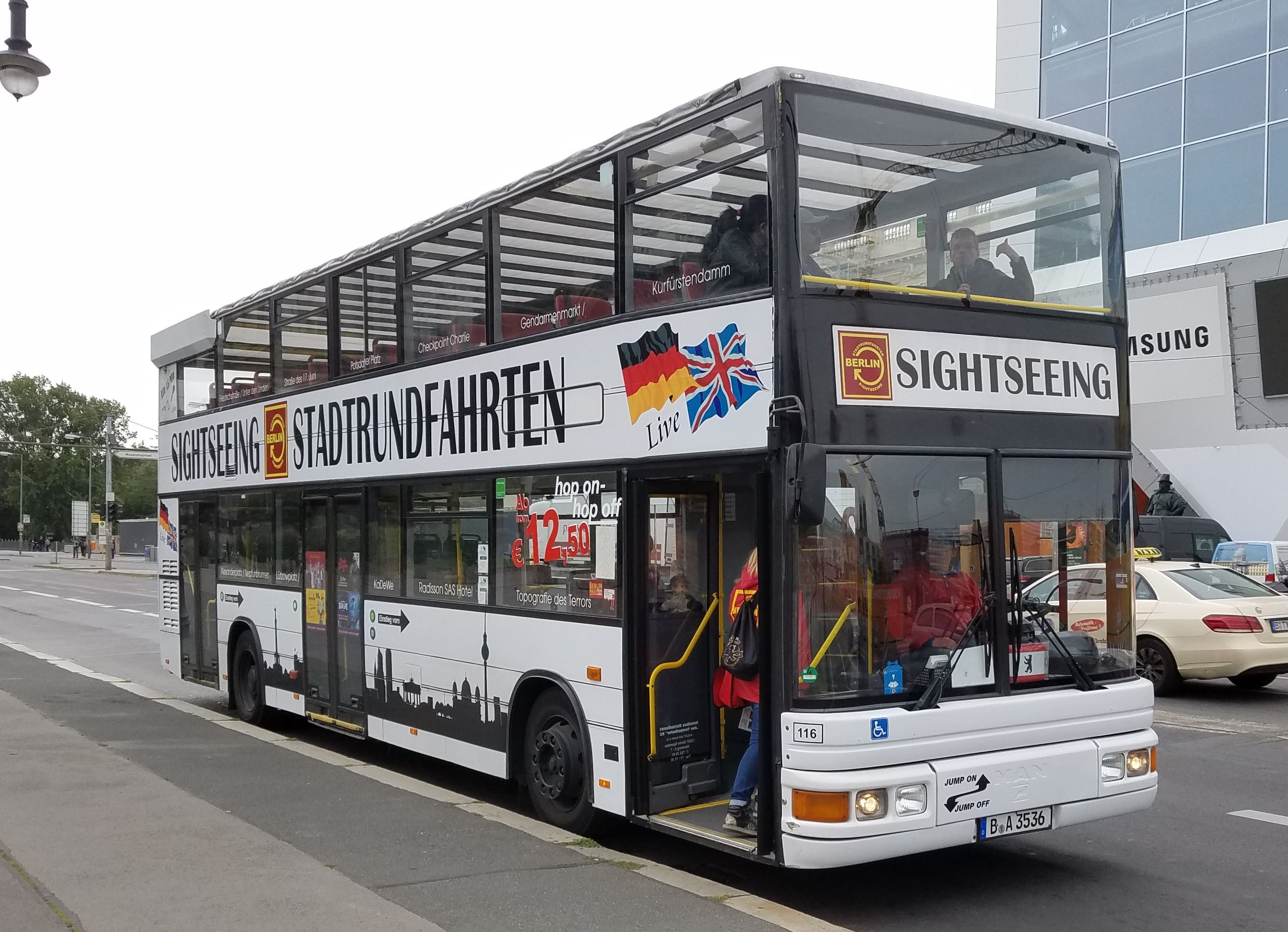 Foto: Bus 3054, Typ DN95, Berlin Unter den Linden, September 2017